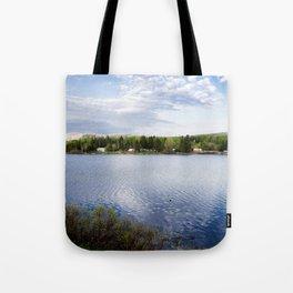 Casa no lago perto de Montreal Tote Bag