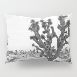 joshua tree bw Pillow Sham