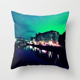 viridi caelum Throw Pillow