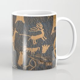 Petroglyphs on newspaper rock in Canyonlands national park, Utah, USA (Extraterrestrial Aliens design!) Coffee Mug