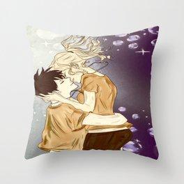 the best underwater kiss Throw Pillow