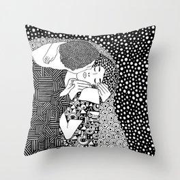 The Kiss. Gustav Klimt. 1907 Throw Pillow