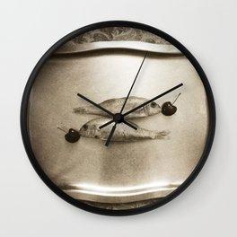 Entre peces y cerezas Wall Clock