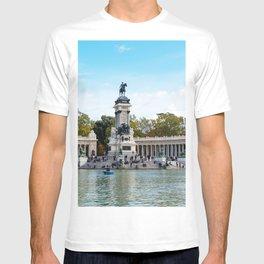 Buen Retiro Park in Madrid, Spain T-shirt