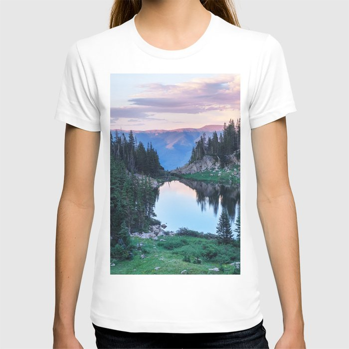 Hikers Bliss Perfect Scenic Nature View \ Mountain Lake Sunset Beautiful Backpacking Landscape Photo T-shirt