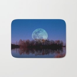 Luna arborum a tergo Bath Mat