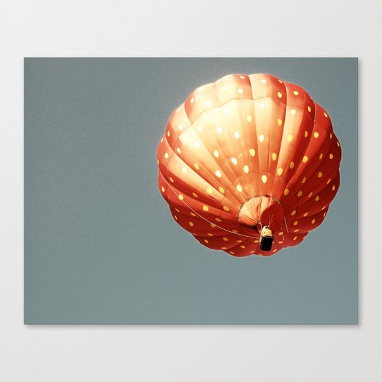 Strawberry hot air baloon Canvas Print