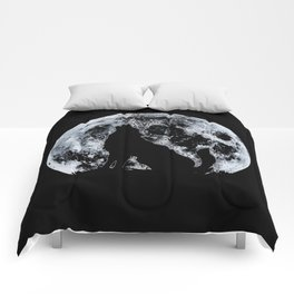 Wolf And Moon Comforters