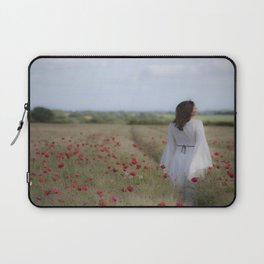 Dreaming in the field Laptop Sleeve