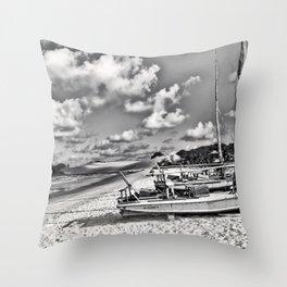 Lagune Nuageuse Throw Pillow