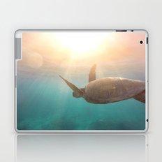 Turtle enjoying life Laptop & iPad Skin