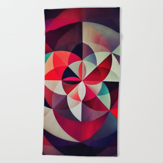 flyryl smysh Beach Towel