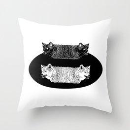 Lobas (Wolfs) Throw Pillow