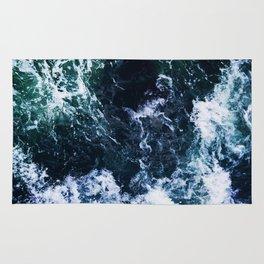 Wild ocean waves Rug