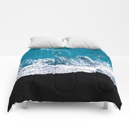 Black sand beach with waves and blue Ocean in Iceland – Minimal Photography Comforters