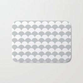 Light Grey Clamshell Pattern Bath Mat