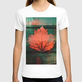 Rusty red dried fall leaf on wooden hunter green beams T-shirt