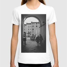 Italian old women walking through a gate| Lucca, Italy | Analog photography black and white art print T-shirt