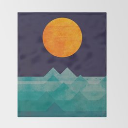 The ocean, the sea, the wave - night scene Throw Blanket