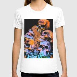 Skulls 2 By Annie Zeno T-shirt