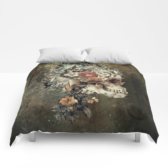Skull on old grunge Comforters