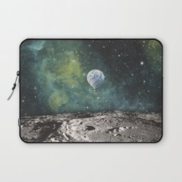 FLOATING THROUGH SPACE Laptop Sleeve