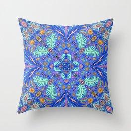 Malé Throw Pillow