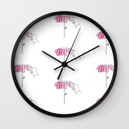 Amour sur pétales Wall Clock