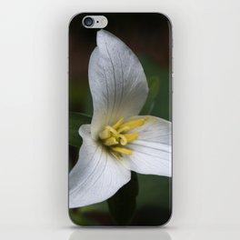 Trillium flower. iPhone Skin