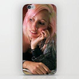 Astrid Breiter - Ilustradora iPhone Skin