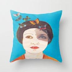 MARIPOSAS EN LA CABEZA Throw Pillow
