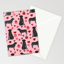 Black Lab valentines day pattern gifts dog pattern with hearts and cupcakes perfect for valentine Stationery Cards