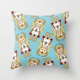 shera al estilo  Throw Pillow