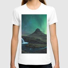 Photos Kirkjufell Stars Iceland Volcano Aurora Nature mountain Waterfalls Sky Night volcanoes polar light northern light Mountains night time T-shirt