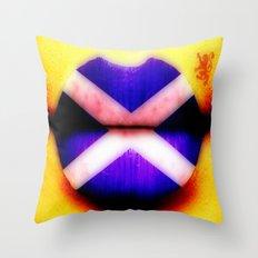 SCOTTISH KISS - 055 Throw Pillow
