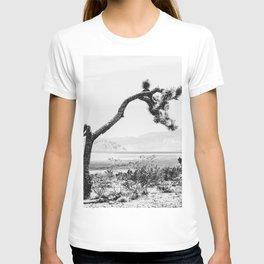 Crooked Cactus B&W // Desert Landscape Photograph Mojave Sierra Nevada Cacti Scenic View T-shirt