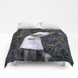 Zombies Kiss  Comforters