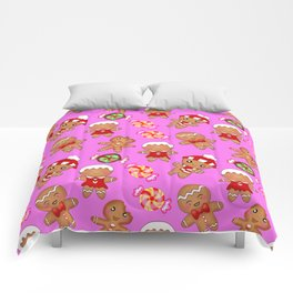 Cute decorative hygge seamless pink pattern. Happy gingerbread men and sweet xmas caramel chocolate Comforters