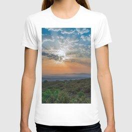 Colorful sunrise on Italian Apennine Mountains T-shirt