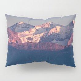Three Peaks in Violet Sunset Kissenbezug