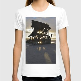 Wreck of the Peter Iredale at sunset T-shirt
