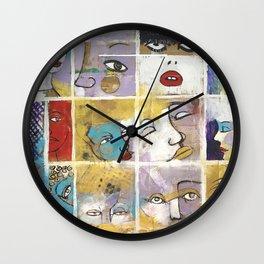 Sguardi di donne su di noi Wall Clock