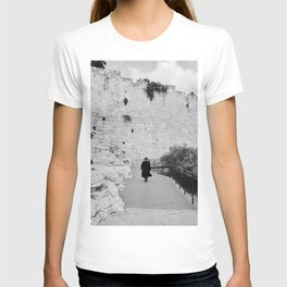 Portrait of a men walking to The Western Wall in the Old City, Jerusalem | Holy place for religious jewish people in Israel | Travel photography black and white T-shirt