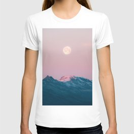 Moon and the Mountains – Landscape Photography T-shirt