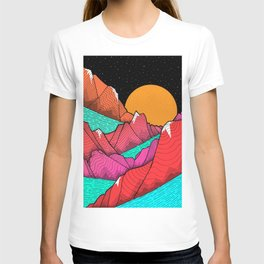 The islands and the sea T-shirt