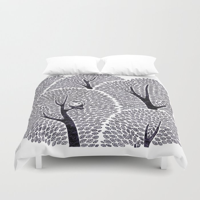 Owl in the forest Duvet Cover
