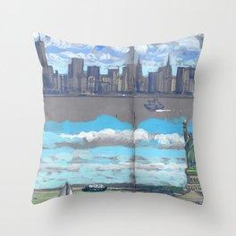 Arrivée à New-York Throw Pillow