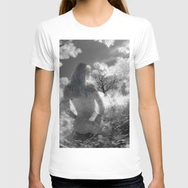 0250-GI BW Infrared Fine Art Nude Seeing Into Oneself T-shirt