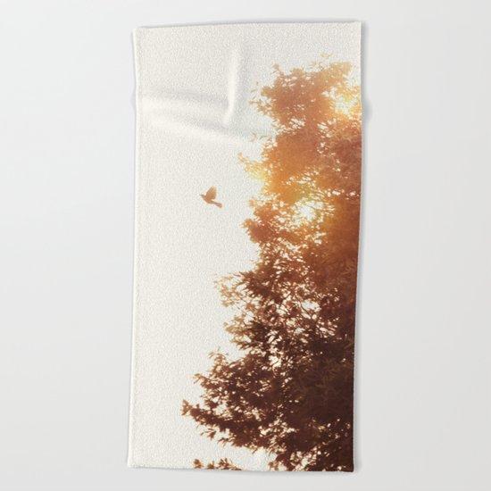 Nuevo amanecer Beach Towel