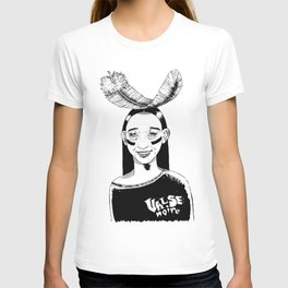 La jeune fille et la plume // Young girl and the feather T-shirt